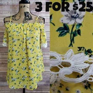 BCX Yellow Floral Flowy Embroidered Trim Top L